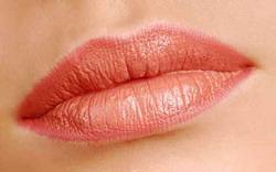 Перманентний макіяж губ